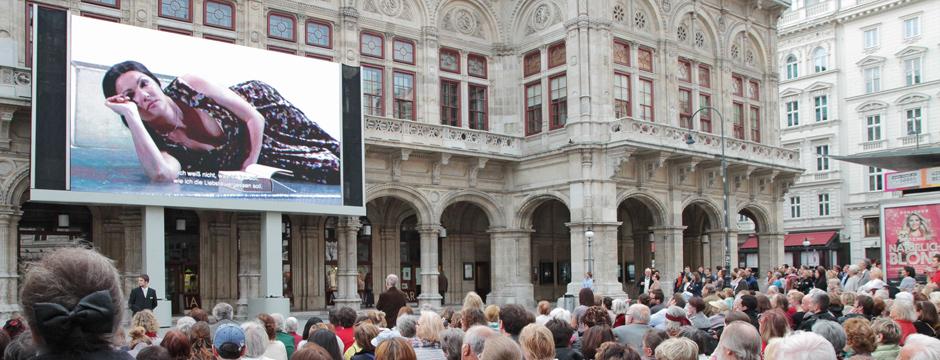 Public Viewing Wien Anna Netrebko Wiener Staatsoper live am Platz Videowall von firstSpot www.firstspot.eu