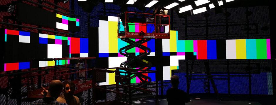 TV Screen Studio LED Backdrop Hintergrund Display curved kaufen und mieten bei firstSpot media GmbH, Wien, Österreich