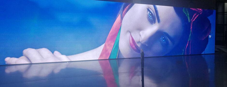 The Video Wall - Ultra High Definition LED Wall bis 24K Auflösung mit Bildpunktabstand ab 0,79 mm möglich. HDR Bildschirm für Heimkino, Homecinema Screen. LED Wall Wand Videowall Screen Bildschirm Display. Maßgeschneidert von firstSpot Wien, Österreich. https://www.firstspot.at